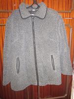 Отдается в дар Куртка женская весна-осень, легкая теплая. На молнии. Размер 50.