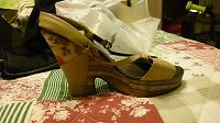 Отдается в дар Обувь женская р-р 38 (босоножки, туфли, шлепки)