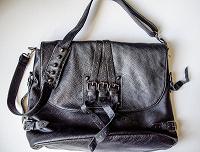 Отдается в дар новая кожаная сумка