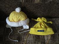 Отдается в дар Две детские шапочки яркого солнечного цвета.
