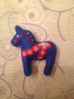 Отдается в дар Магнит и брелок лошадка.