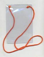 Отдается в дар Бейдж вертикальный 110х70мм, прозрачный, мягкий пластик, на красном шнурке новый. 3 шт.