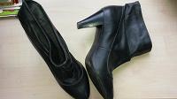 Отдается в дар осенняя обувь