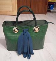Отдается в дар большая зеленая сумка