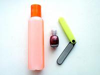Отдается в дар Маникюрное: лак для ногтей, жидкость для снятия лака, пилочка