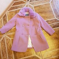 Отдается в дар Шикарное пальто для девочки 104