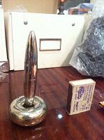 Отдается в дар ручка коллекционер метал левитация подставка