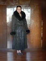 Отдается в дар Женское пальто — дубленка