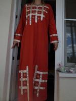 Отдается в дар Маленький юбилей — 50 дар) Длинное платье с вышивкой и атласными лентами