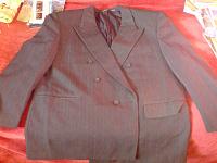 Отдается в дар полноценный костюм и отдельно пиджак (мужские)
