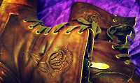 Отдается в дар Крутые женские ботинки из настоящей кожи и с вышивкой, размер 38