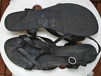 Отдается в дар Босоножки были черные, 40 размер