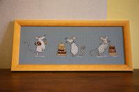 Отдается в дар Вышитая картинка «Мыши и шоколад»