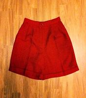 Отдается в дар Широкие красные шорты (М)
