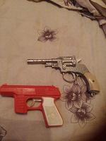 Отдается в дар Детские пистолетики советские