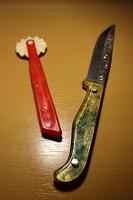 Отдается в дар Нож с узорами и что-то еще.