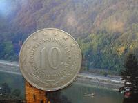 Отдается в дар большая по размеру монета