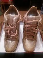 Отдается в дар Обувь 37 размера.