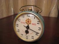 Отдается в дар Часы-будильник Янтарь