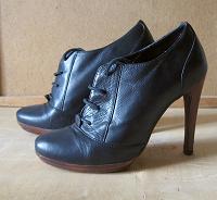 Отдается в дар Туфли на шнуровке