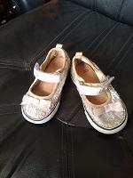 Отдается в дар Обувь детская 22 размер.