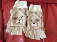 Отдается в дар Шапки и перчатки