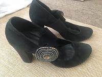Отдается в дар Замшевые туфли б/у 38 размер