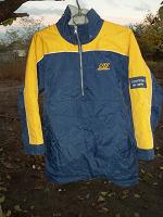 Отдается в дар Куртка спортивная на осень или зиму.