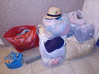 Отдается в дар много пакетов одежды и обуви