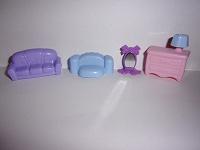 Отдается в дар Мебель пластиковая, размеров для киндеров или кукол Лол