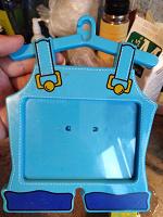 Отдается в дар Пластмассовая рамка для детской фотографии.