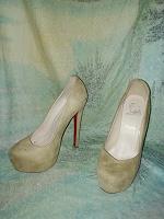 Отдается в дар Женские туфли 39 размера Лабутен (Китай)