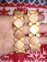 Отдается в дар Два новых деревянных браслета ручной работы