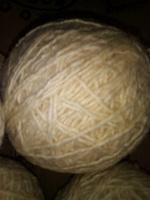 Отдается в дар Пряжа-Шерсть белая для вязания, и клубочки!!!