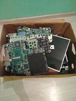Отдается в дар Большая коробка разноплановых деталей от ноутбуков
