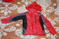 Отдается в дар куртки зимняя детская красная, нужен ремонт.