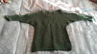 Отдается в дар Дарю самовязанный зеленый свитер женский размер 48 рост 165-168 см.