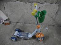 Отдается в дар Детский трех колесный самокат