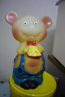 Отдается в дар Резиновая игрушка-мышка с сыром.