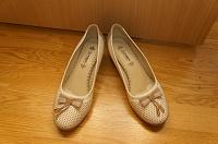 Отдается в дар Туфли белые и черные
