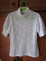 Отдается в дар Две блузки для школьницы