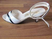 Отдается в дар босоножки на каблуке (неновые) 37 размер