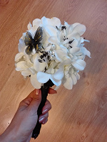Отдается в дар Букет невесты (брошь букет). Чёрно-белая гамма.