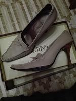 Отдается в дар Обувь женская.