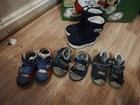Отдается в дар обувь мальчику на дачу