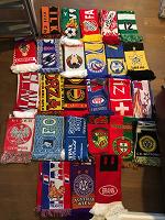 Отдается в дар Коллекция из 26 шарфов болельщиков
