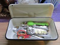 Отдается в дар Набор посуды и столовых приборов