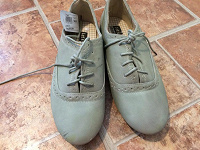 Отдается в дар Женские ботиночки размер 39