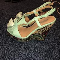 Отдается в дар Туфли женские на платформе 36-37 размер