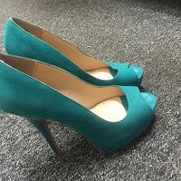 Отдается в дар Туфли зеленого цвета